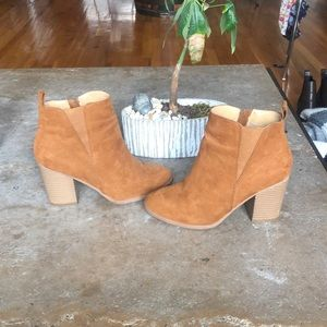 Brown/camel suede booties